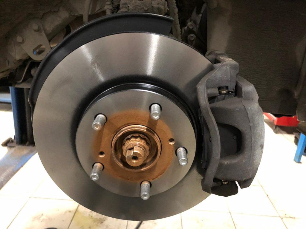 Замена передних тормозных дисков тойота корола